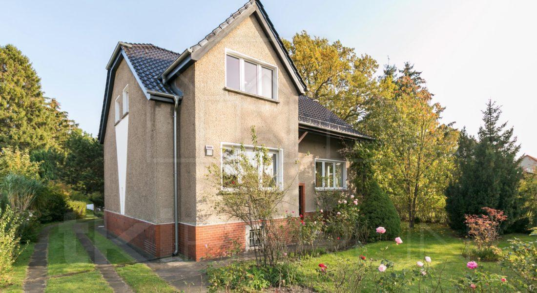 Solides Einfamilienhaus mit großzügig-ruhigem Garten und Pool 12683 Berlin, Einfamilienhaus