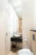 Luxuriöse Ausstattung und hochwertige Möblierung in großartiger Lage - Das Gäste-Bad