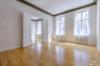 Sanierte 3-Zimmer-Altbauwohnung - 10 Minuten vom Alexanderplatz entfernt - Das helle Wohnzimmer