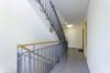 Sehr gepflegte und ruhig gelegene Gartenwohnung in grüner Wohnlage - Der Treppenflur