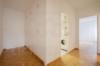 Gepflegte 2-Zimmerwohnung mit Balkon in exklusiver Lage Dahlems - Der verbindende Flur