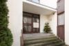 Gepflegte 2-Zimmerwohnung mit Balkon in exklusiver Lage Dahlems - Der Hauseingang