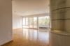 Gepflegte 2-Zimmerwohnung mit Balkon in exklusiver Lage Dahlems - Das helle Wohnzimmer