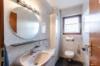 Gepflegte Dachgeschosswohnung mit 3 Zimmern und Balkon in ruhiger und grüner Lage - Das Gäste-WC