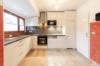 Gepflegte Dachgeschosswohnung mit 3 Zimmern und Balkon in ruhiger und grüner Lage - Die moderne Küche