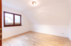 Gepflegte Dachgeschosswohnung mit 3 Zimmern und Balkon in ruhiger und grüner Lage - Das 1. Schlafzimmer