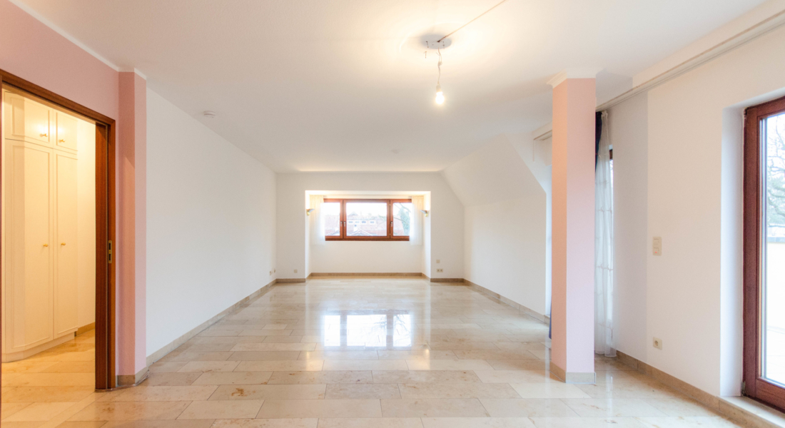 Gepflegte Dachgeschosswohnung mit 3 Zimmern und Balkon in ruhiger und grüner Lage 14163 Berlin, Dachgeschosswohnung