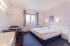 Gepflegtes Hotelgebäude: Ideal geeignet für betreutes Wohnen oder Seniorenresidenz - Hotelzimmer 1. OG