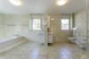 Repräsentative Villa mit vielen Ausstattungshighlights in ruhiger Lage - Das Badezimmer