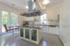 Repräsentative Villa mit vielen Ausstattungshighlights in ruhiger Lage - Die offene Küche