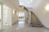Repräsentative Villa mit vielen Ausstattungshighlights in ruhiger Lage - Das Entree
