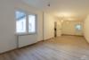 AB SOFORT: Renoviertes Einfamilienhaus mit eigenem Garten und Einbauküche - Das Zimmer EG