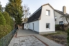 AB SOFORT: Renoviertes Einfamilienhaus mit eigenem Garten und Einbauküche - Außenansicht