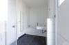 Gepflegtes Penthouse mit Wasserblick und 3 Zimmern - Das Badezimmer