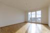 Gepflegtes Penthouse mit Wasserblick und 3 Zimmern - Das Wohnzimmer