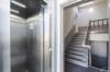 Modernes Penthouse mit exklusiver 360°-Dachterrasse, Kamin, 2 Bädern und EBK - Treppenhaus mit Fahrstuhl