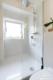 Möblierte 2-Zimmerwohnung mit Balkon und Stellplatz in zentraler Lage Moabits - Die Dusche