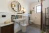 Idyllisch-historisches Haus mit Ausbaureserve und Schwimmteich - Das Badezimmer