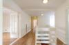 Seeblick inklusive: Gepflegte 4-Zimmerwohnung mit 2 Balkonen - Der Flur