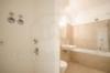 Insel Eiswerder: Moderne 2-Zimmerwohnung mit Terrasse in ehemaliger Feuerwerksfabrik - Das moderne Badezimmer