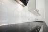 Insel Eiswerder: Moderne 2-Zimmerwohnung mit Terrasse in ehemaliger Feuerwerksfabrik - Die moderne Küchenausstattung