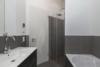 Modern möblierte Dachgeschosswohnung in perfekter Lage und Traumblick - Badezimmer