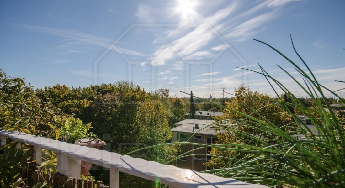 Teilmöblierte Dachgeschosswohnung mit idyllischer Aussicht 12167 Berlin, Etagenwohnung