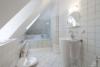 Exklusives Leben und Arbeiten in der Villa Maurer - Das Badezimmer im DG