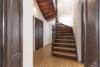 Exklusives Leben und Arbeiten in der Villa Maurer - Die Treppe zum DG