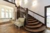 Exklusives Leben und Arbeiten in der Villa Maurer - Aufgang zum 1. OG