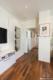 Kernsanierte Wohnung mit hochwertiger Ausstattung - Der Flur zum Schlafzimmer