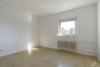 RESERVIERT: Sanierungsbedürftige, bezugsfreie 3-Zimmerwohnung mit Südwest-Balkon - 1. Zimmer