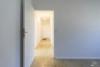 RESERVIERT: Sanierungsbedürftige, bezugsfreie 3-Zimmerwohnung mit Südwest-Balkon - 2. Zimmer mit Blick zum Flur