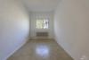 RESERVIERT: Sanierungsbedürftige, bezugsfreie 3-Zimmerwohnung mit Südwest-Balkon - 2. Zimmer