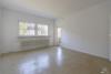 RESERVIERT: Sanierungsbedürftige, bezugsfreie 3-Zimmerwohnung mit Südwest-Balkon - Das Wohnzimmer
