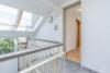 Bezugsfreie DG-Maisonettewohnung mit grünem Blick über Pankow - Der Hausflur im DG