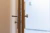 Bezugsfreie DG-Maisonettewohnung mit grünem Blick über Pankow - Die Wohnungstür