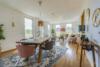 Bezugsfreie DG-Maisonettewohnung mit grünem Blick über Pankow - Das Wohnzimmer