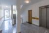 Bezugsfreie DG-Maisonettewohnung mit grünem Blick über Pankow - Der Hausflur im EG