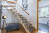 Bezugsfreie DG-Maisonettewohnung mit grünem Blick über Pankow - Der Treppenflur