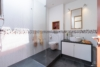 Helle Dachgeschosswohnung mit offenem Wohnbereich und zwei Terrassen - Das Badezimmer
