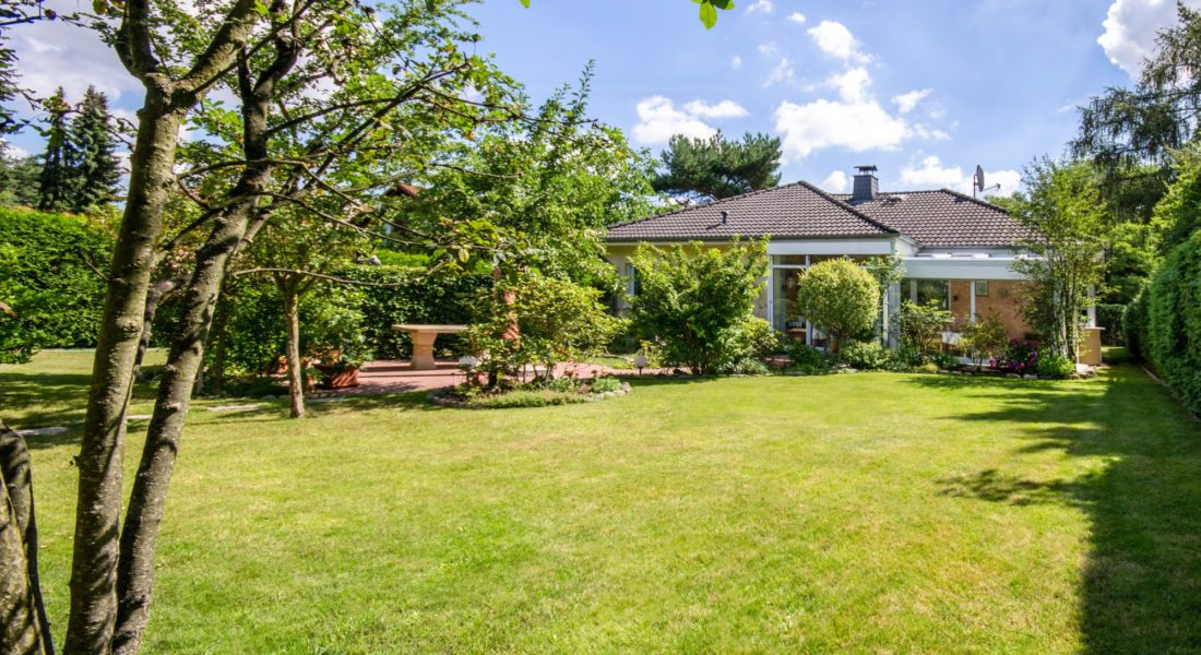 Sehr gepflegter Bungalow mit traumhaftem Garten und beheiztem Wintergarten 15827 Blankenfelde-Mahlow, Bungalow